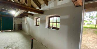 Opbouw van de wanden, alle installateurs in huis!